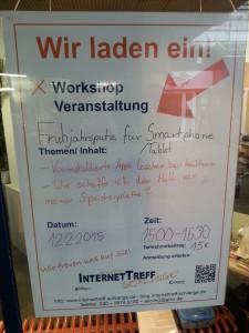 Auf dem Aushang in diesem Bild steht neben den bereits genannten Informationen noch der Teilnahmebeitrag (15€) und unsere Telefonnummer: (030) 8974 9180